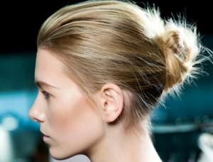 Как красиво заколоть волосы средней длины