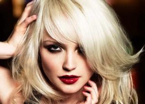 Стрижки для блондинок на средние волосы